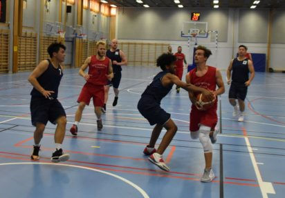 Første basketballkamp i Haugerudhallen